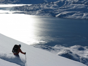 Fantastic skiing above Kuummiit