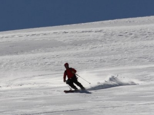 After the summit we ski back down the easy slopes